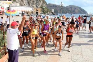 Partenza donne Giro Podistico a Tappe delle Isole Eolie